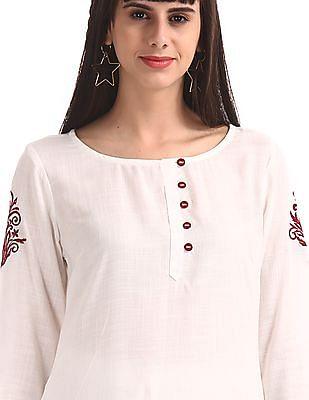 Karigari White Notch Neck Embroidered Sleeve Kurta