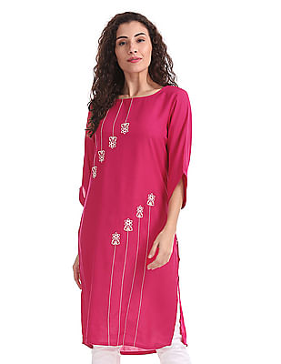 Karigari Contrast Embroidered Kurta